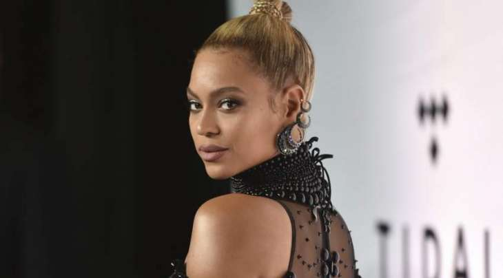 Beyonce surprises country awards with fusion gesture
