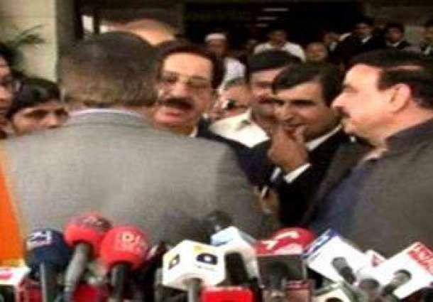 Naeem-Ul-Haq And Khurram Nawaz In A Heated Dispute
