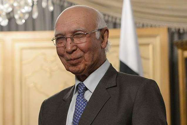 Sartaj Aziz, Chinese FM meet in Bishkek on sidelines of SCO meeting