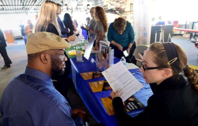 US jobless claims rise at October's end