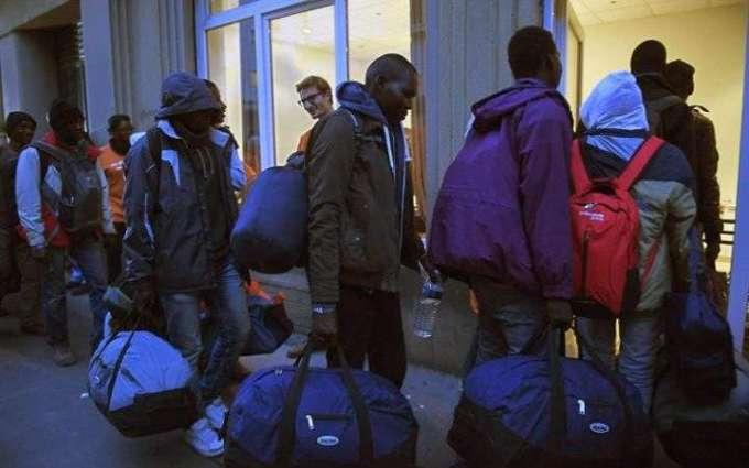 Last buses leave Calais 'Jungle' with women, children