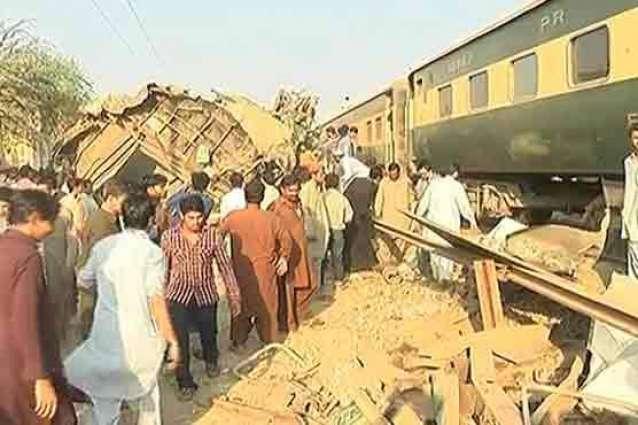 صدر مملکت ءِ کراچی ٹرین وھیل ءَ قیمتی جان آنی ضیاع بوھگ ءِ سرا ڈکھ ءُُ اپسوزے ءِ درشانی