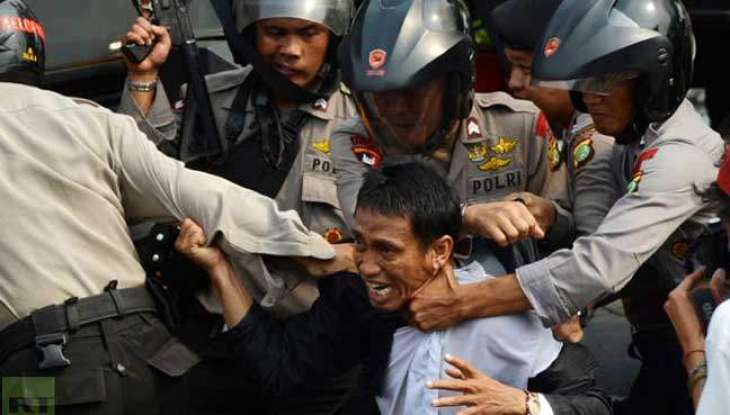 Rally turns violent in Jakarta as Muslim hardliners attack police