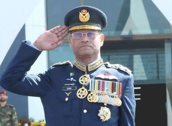 قائد القوات الجوية الباكستانية يلتقي وزير الدفاع الصيني