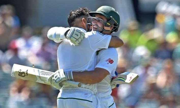 Cricket: South Africa 390-6 against Australia at stumps