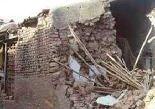 Two killed, two injured in wall collapse