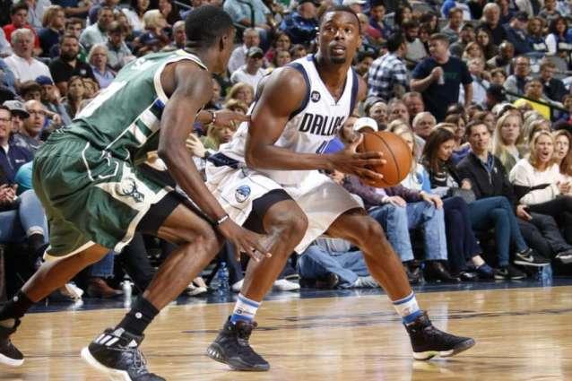 NBA: Mavs notch first win of season behind Barnes' big night