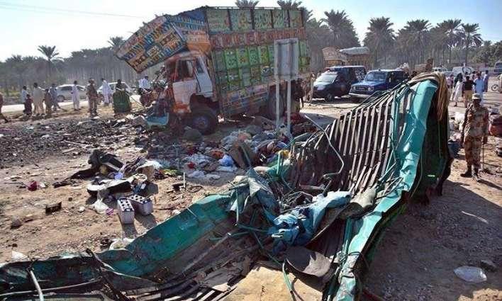 پشاور، ٹرک اتے مسافر کوچ وچال تصادم ، ہک بندہ جاں بحق ، 8 زخمی