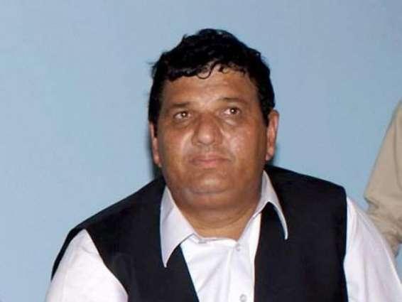 Amir Muqam visits bereaved families of Raiwind accident