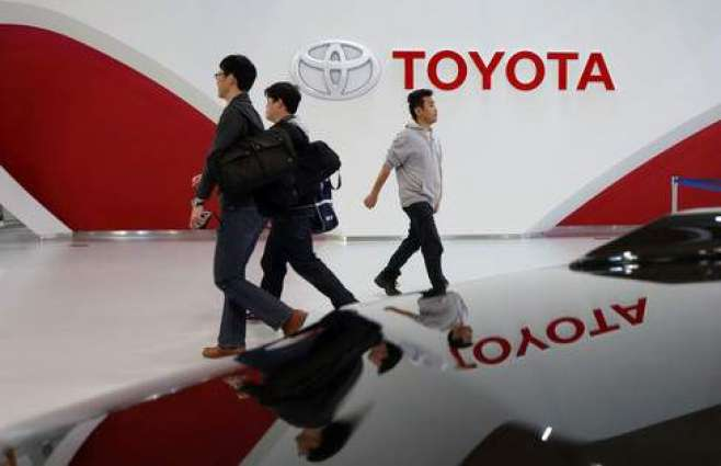 Toyota H1 profit dives 25% on strong yen, lifts FY outlook