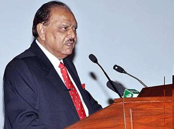 الرئيس الباكستاني يؤكد على ضرورة توفير التعليم لأطفال الطبقة الفيقرة من المجتمع في البلاد