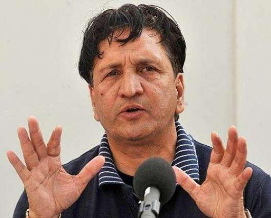 Qadir wants Modi's intervention to sort out bilateral Pak-India