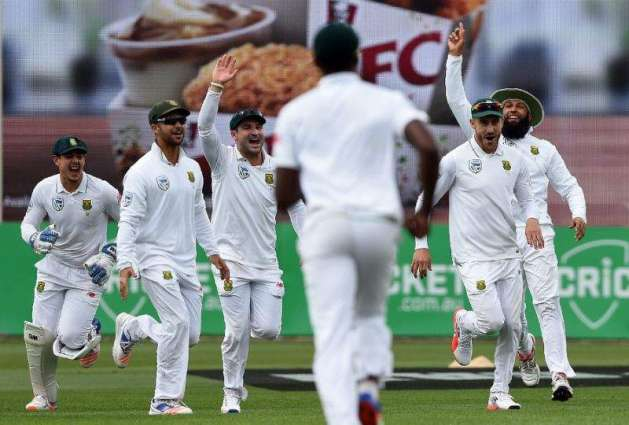 Cricket: Aussies must improve after another batting collapse - Lehmann