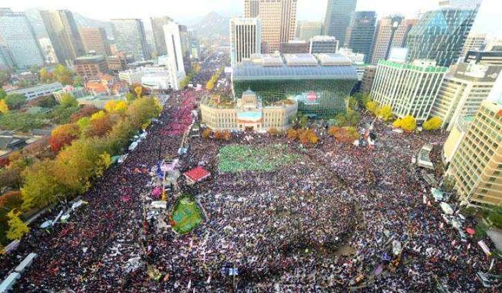 'Million'-strong protest tells S. Korea president to quit