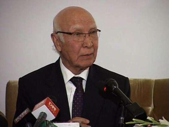Sartaj Aziz strongly condemns Indian ceasefire violation on LoC