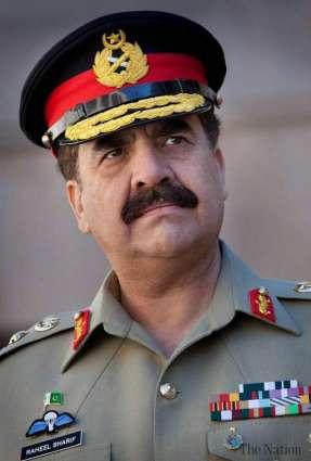 د پاك پوځ مشر جنرال راحيل شريف د هندي ځواك بې درېغه ډزو په نتيجه كښې د شهيد شويو جنازې لمونځ كښې ګډون وكړو