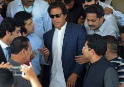Imran Khan broke his sandal while going to the Supreme Court