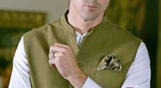 Kevin Petersen Models for a Pakistani Brand