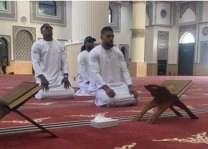 برطانوی باکسر نوں دبئی دی مسجد وچ نماز پڑھن اُتے سوشل میڈیا ورتیندڑاں ولوں تنقید دا ساہمنا