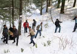 Tourists still arriving in Murree to enjoy weather