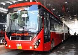 اسلام آباد: لوکاں میٹرو بس ٹریک دے جنگلے توڑ کے پیدل ٹرن لئی راہ کڈھ لئے