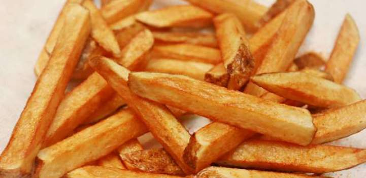 Woman stabs boyfriend on eating fries