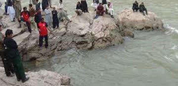 سیلفی لیندے ہوئے دریا وچ ڈِگن والا نوجوان 10دِناں بعد زندا لبھ گیا