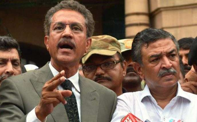 Mayor Karachi inspects widening of Sharae Faisal