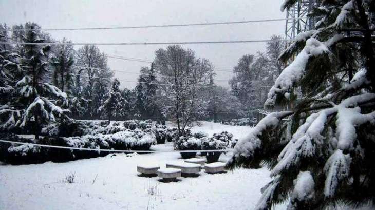 مری اچ تریجھے ڈینھ و ی وقفے وقفے نال ہلکی برف باری داسلسلہ جاری رہیا