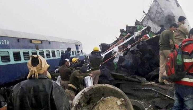مقتل ثمانية أشخاص بينهم سبعة تلاميذ وإصابة 5 آخرين بجروح في حادثة اصطدام قطار بعربة ريكشا في باكستان