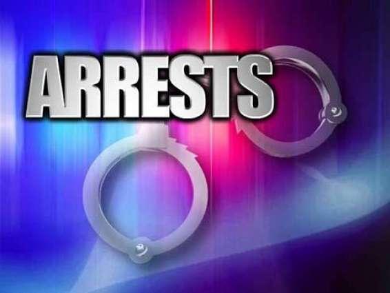Woman among 4 drug pushers caught