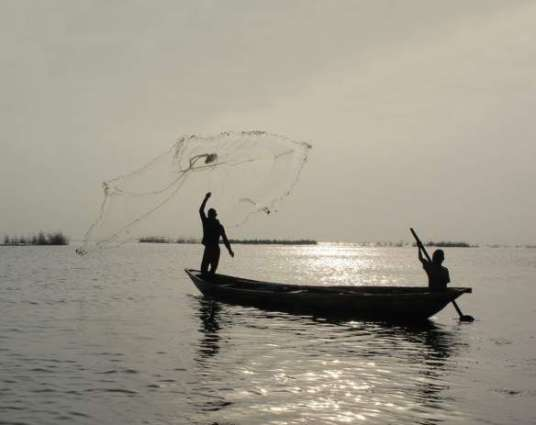 Rally demands issuance of crew cards to Bengali fishermen