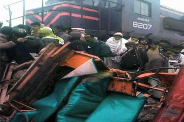 Train, rickshaw drivers held responsible for Lodhran accident