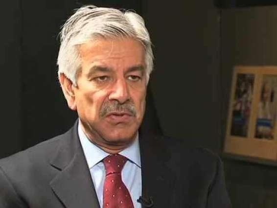 سابق آرمی چیف نے این او سی لئی درخاست دِتی تے غور کراں گے: وزیر دفاع خواجا آصف