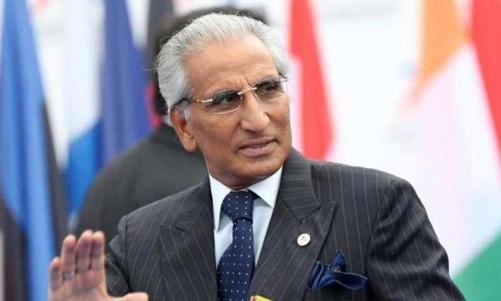 المساعد الخاص لرئيس الوزراء الباكستاني للشؤون الخارجية ووزير اقتصاد قيرغيزستان يناقشان القضايا ذات الاهتمام المشترك
