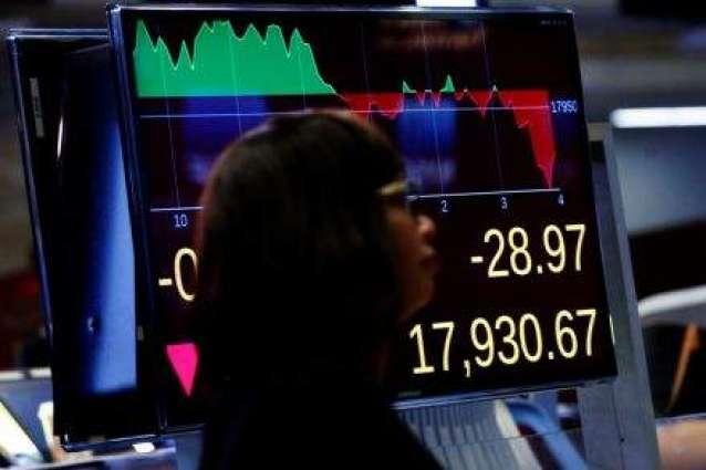 Despite rising banks, US stocks split