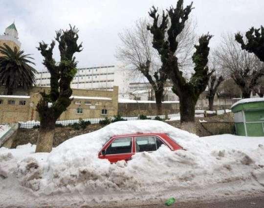 Snow traps 1,000 motorists in Tunisia