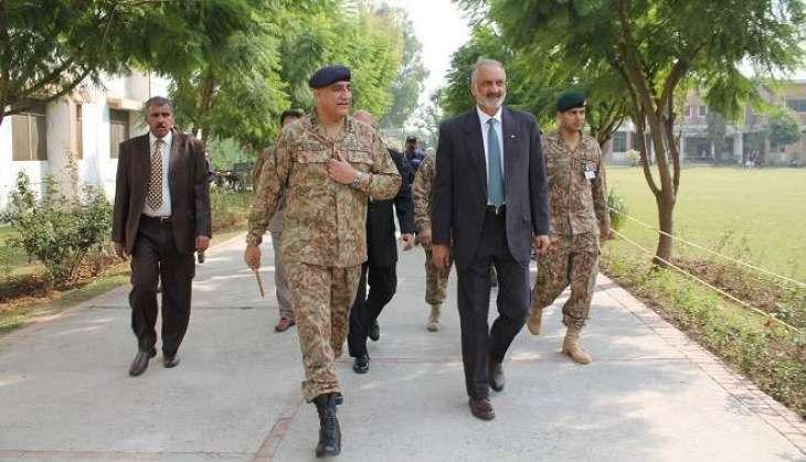 رئيس أركان الجيش الباكستاني يصدر توجيهاته لتوفير جميع التسهيلات الطبية لضحايا الانفجار في مدينة