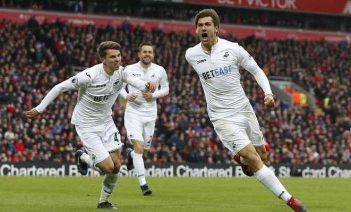 Rooney breaks United record, Liverpool rocked by Swansea
