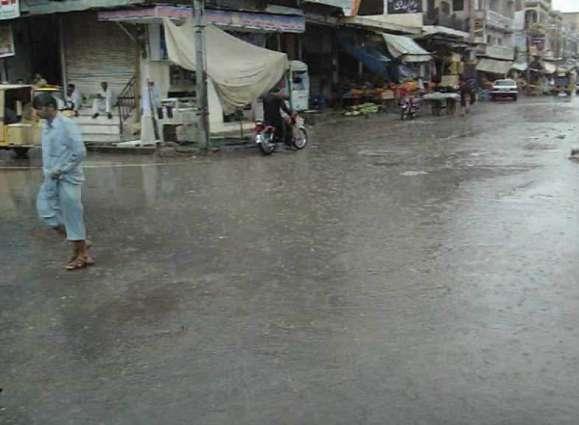 Intermittent rain falls in Multan