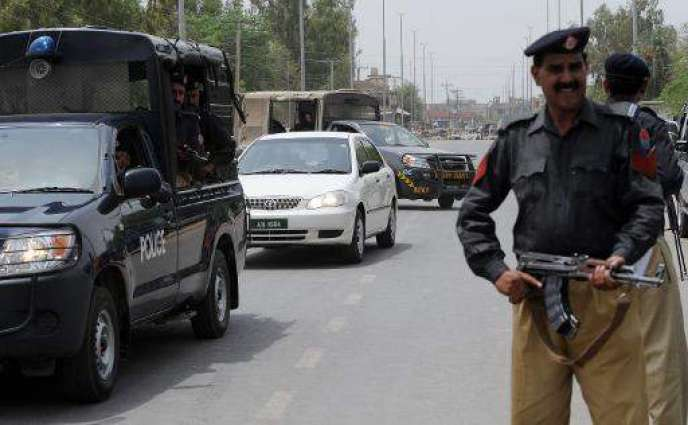Four constables among eight injured