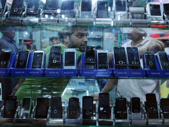 FIA raids Sadar, fake mobiles of renowned company caught