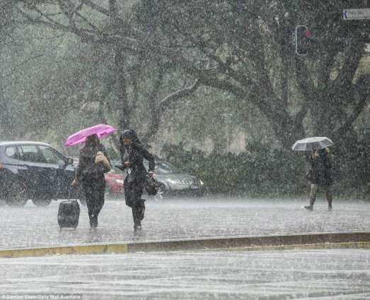 Drizzle adds to chill in city