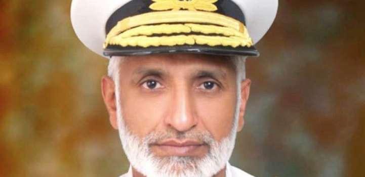 قائد القوات البحرية الباكستاني يزور سفينة ملكية تابعة للبحرية البريطانية بمدينة كراتشي