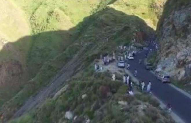 Eight dead as pickup plunges from mountain in Khyber Agency