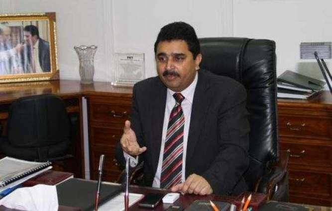 بنجائی وزیر انسانی حق سینیٹر کامران مائیکل (اینو) سنٹرل جیل کراچی نا دورہ ءِ کیک