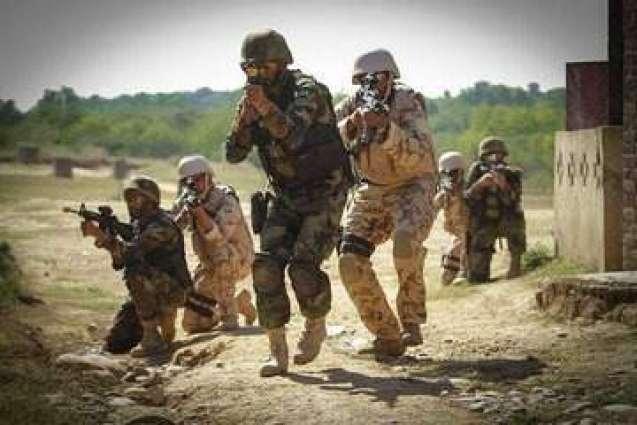 پاک فوج دیاں امدادی ٹیماں بھاہ توں متاثر وادی لیپہ دے بازار اچ بحالی دا کم شروع کر ڈت