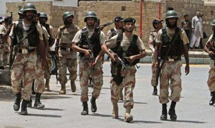 لاہور: سڑکاں اُتے پاک فوج تے رینجرز دے جواناں نوں ویکھ کے شہری دوویں فورسز دے حق وچ نعرے بازی کردے رہے