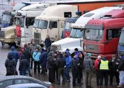 Russian truck drivers strike against road tax