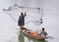 ملتان: شہری نے دریائے چناب چوں 50کلو بھاری مچھی پھڑ لئی